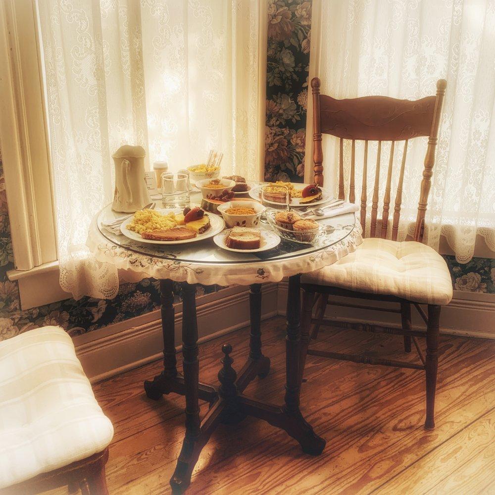 Azalea Inn Bed & Breakfast: 203 E Dixon St, Jefferson, TX