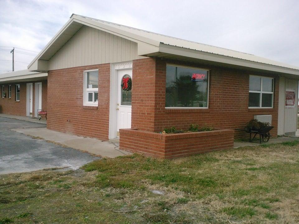 Classic Motel: 2700 Hwy 13, Higginsville, MO