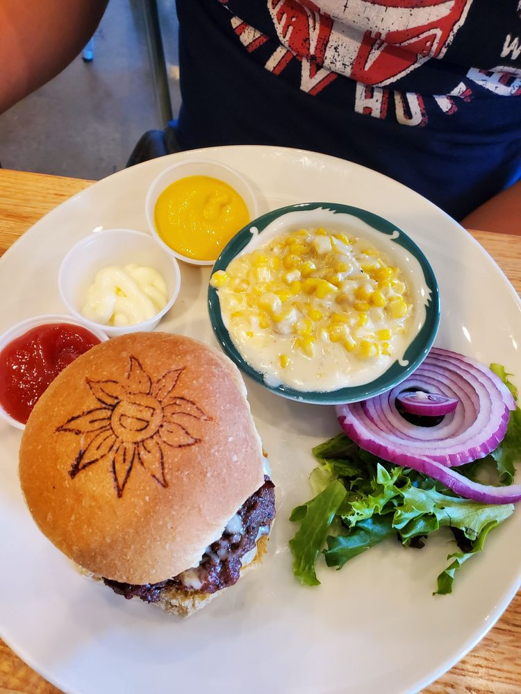 The Farmer's Daughter: An Ozark Eatery: 18947 State Hwy 37, Cassville, MO