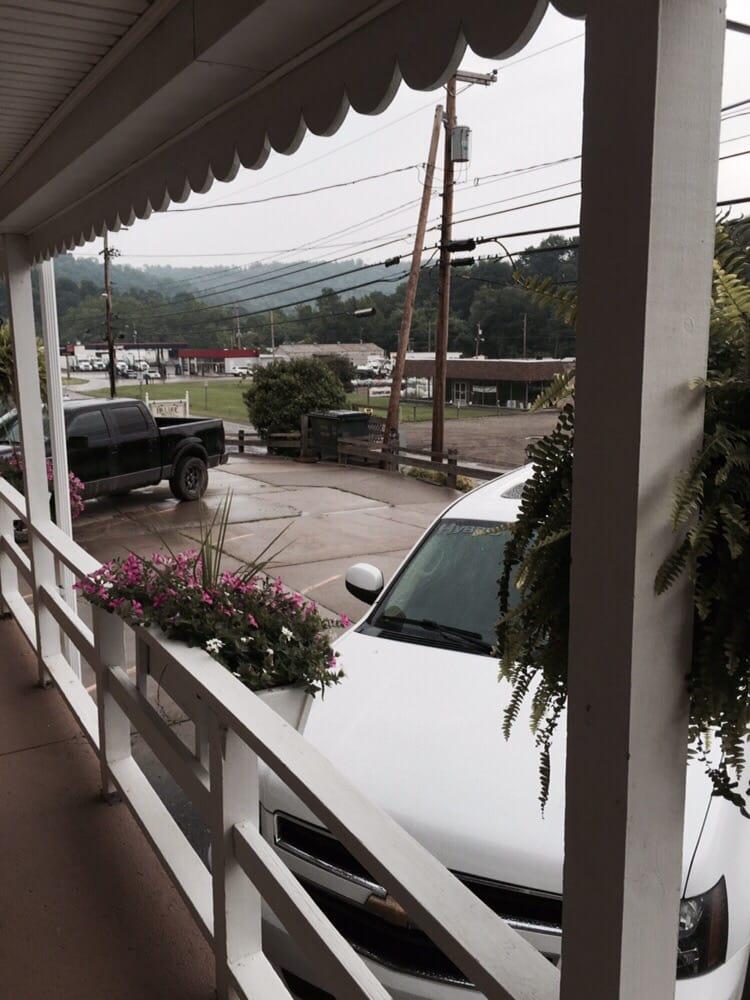 Hillside Motel: 54481 National Rd, Bridgeport, OH