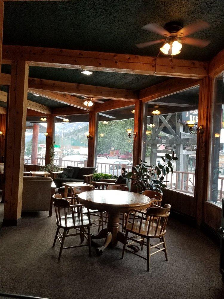 Soda Butte Lodge: 210 Main St E, Cooke City, MT