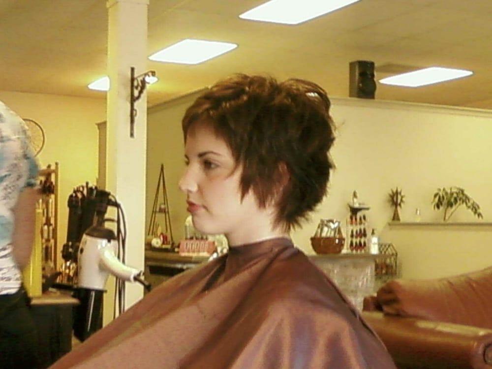 Cosmos hair salon coiffeurs salons de coiffure 1727 for Samantha oups au salon de coiffure