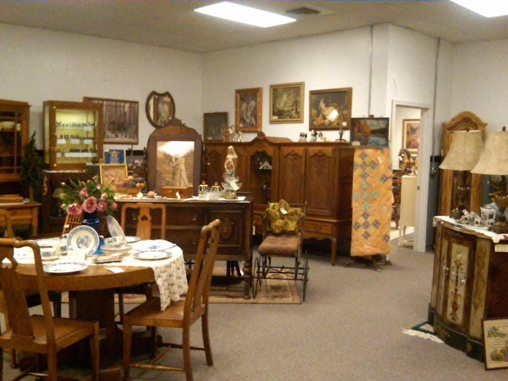 South End Antique Mall: 21128 Hwy 99E NE, Aurora, OR