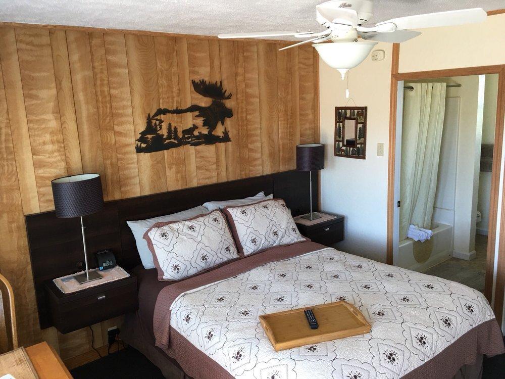 Shoreline Cottages: 18725 N Hwy 1, Fort Bragg, CA