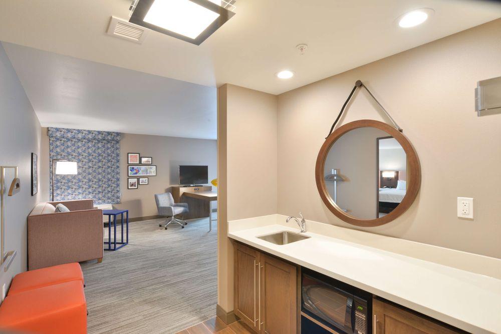 Hampton Inn & Suites Menomonie-UW Stout: 2017 Stout St, Menomonie, WI