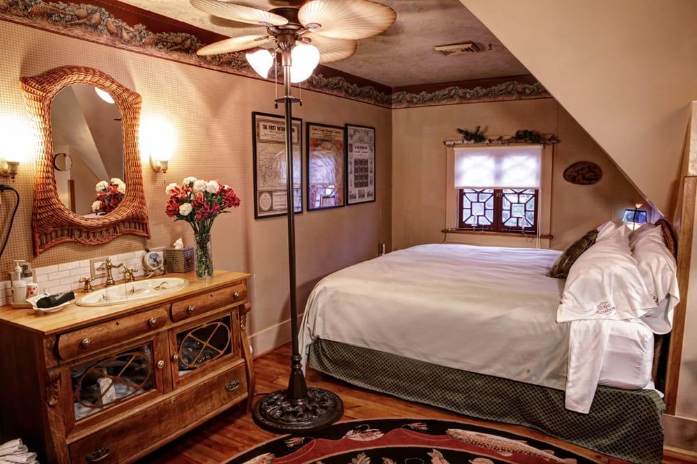 The Queen A Victorian Bed & Breakfast: 176 E Linn St, Bellefonte, PA