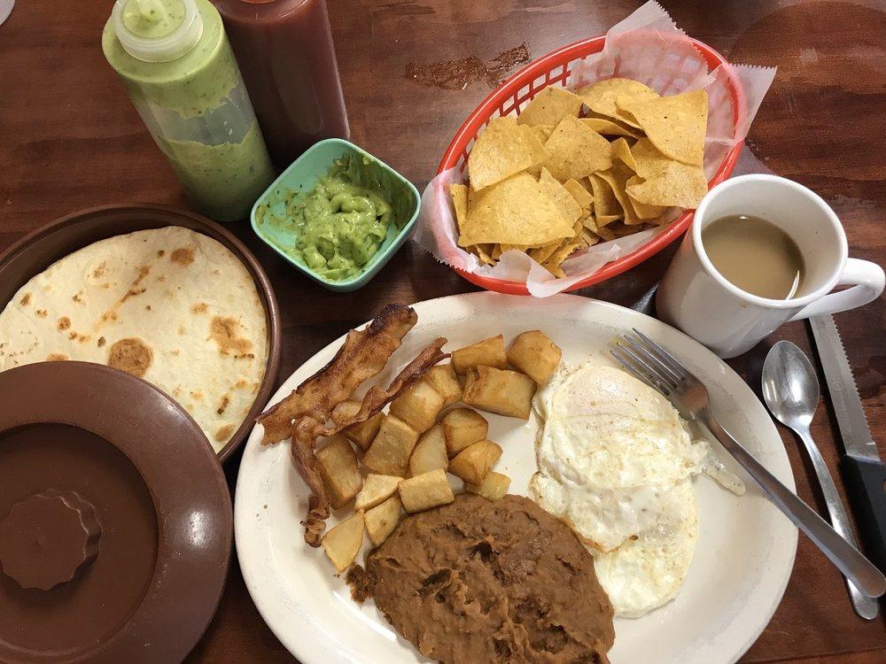 La Terraza Mexican Grill: 300 US Hwy 77A N, Yoakum, TX
