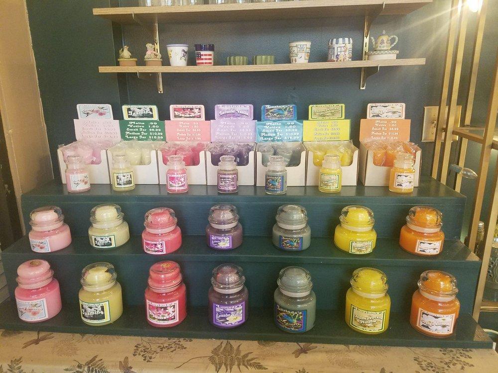 Lorinda's Candles & More: 1052 US Highway 92 W, Auburndale, FL