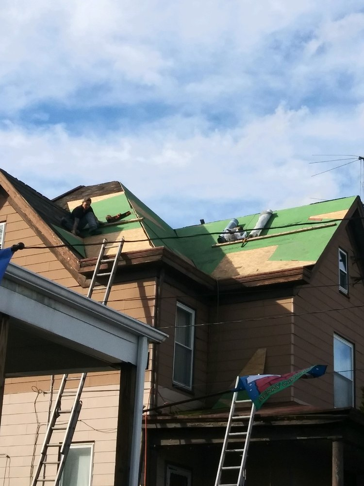 R&R Roofing and General Contracting: 404 Hillis St, Youngwood, PA