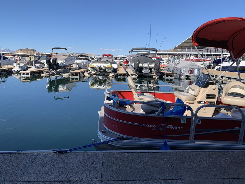 Boating Lake Mead - Dry Dock Boat Sales