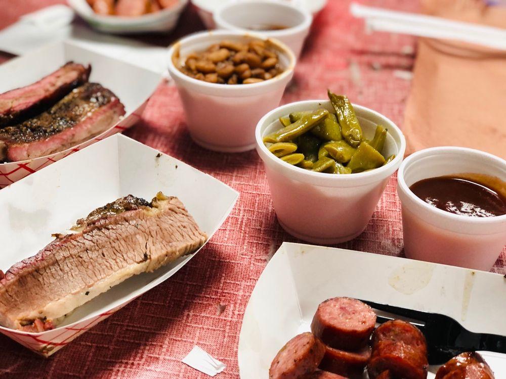 Massey's BBQ: 201 N Parkway Dr, Alvarado, TX