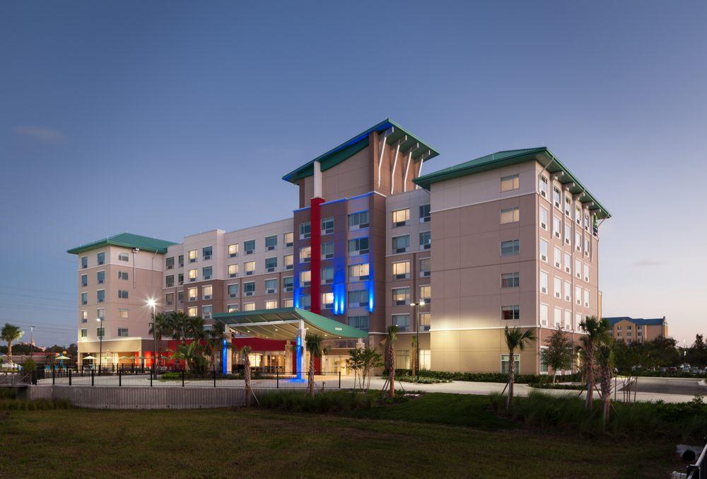 Holiday Inn Express & Suites at SeaWorld®