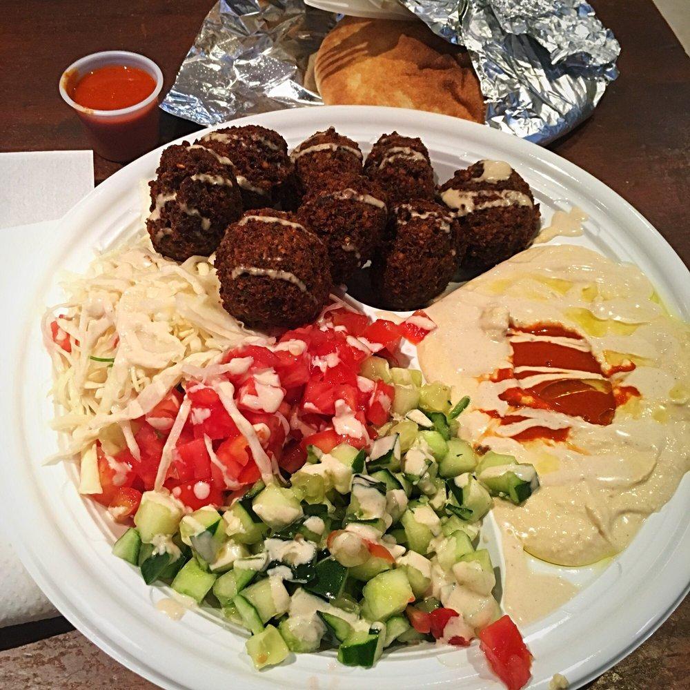 Falafel Mama S Platter 8 Falafel Balls Yelp