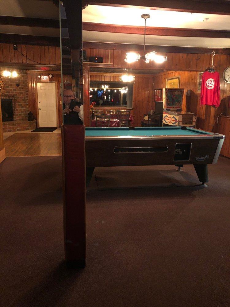 Village Pub: N5284 M 94 W, Chatham, MI