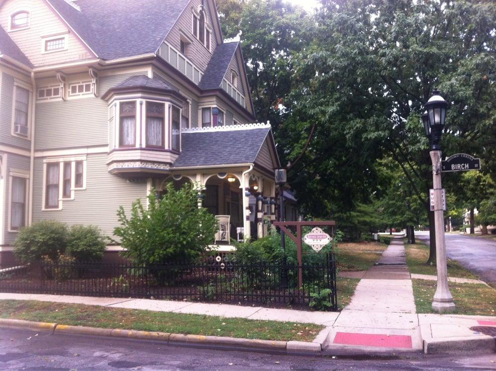 Sylvia's Irish Inn: 312 W Green St, Champaign, IL