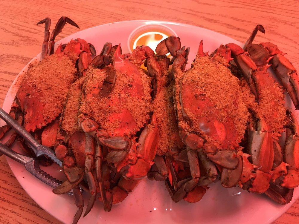 Alex's Seafood Restaurant & Clam Bar: 110 N Dupont Pkwy, New Castle, DE