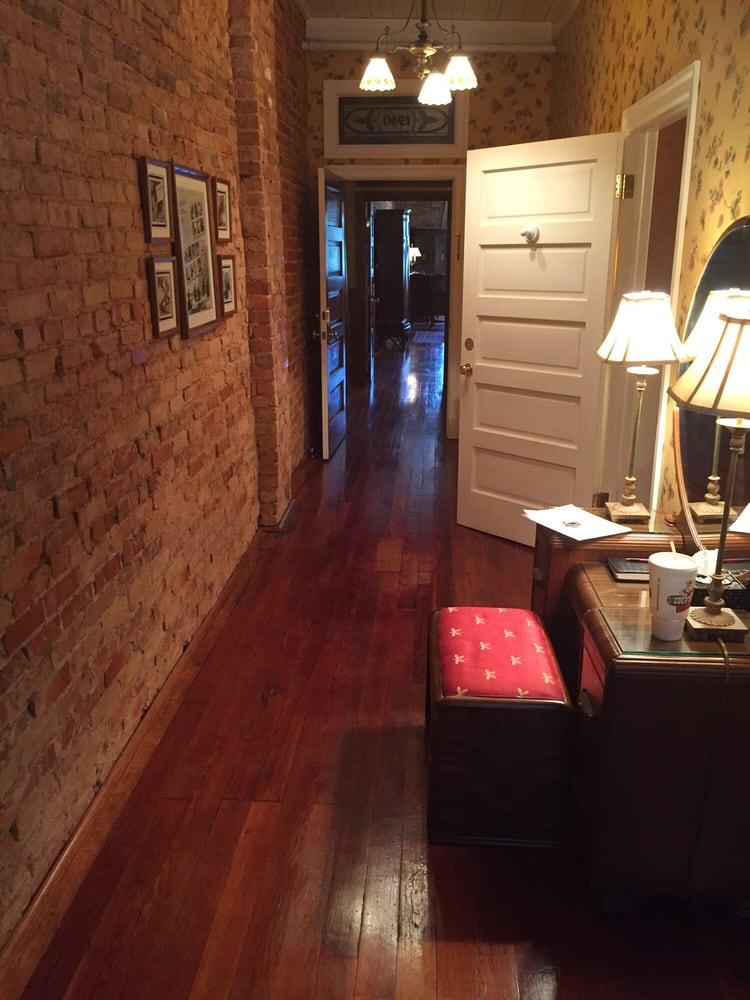 Plains Inn & Antiques: 106 Main St, Plains, GA