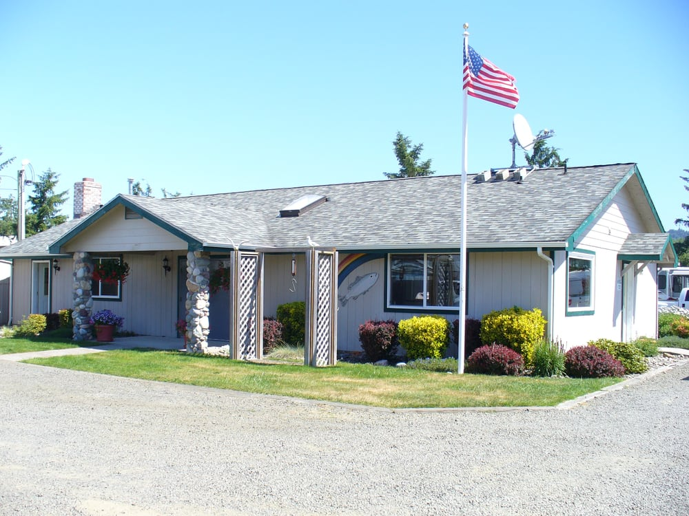 Columbia Shores: 706 Hwy 101, Chinook, WA