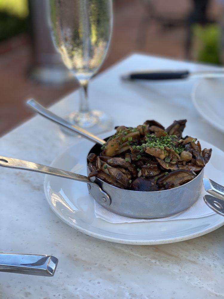Selanne Steak Tavern