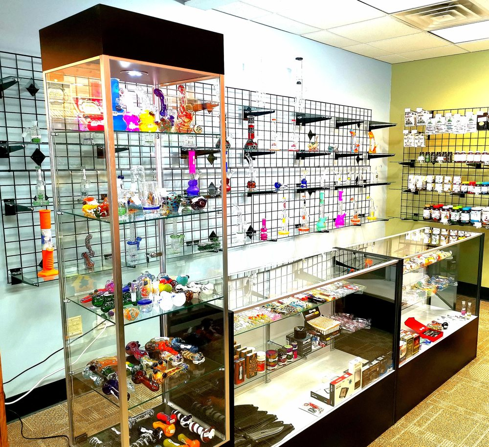 Sky City Vapes Tobacco & Beyond: 424 Riverside Dr, East Peoria, IL