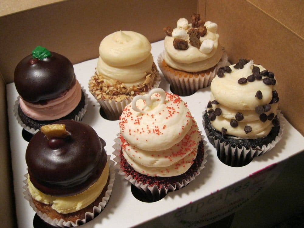 Delivery Rules and Pricing Georgetown Cupcake delivers to the Washington DC, New York City, Boston, and Los Angeles metros areas. Delivery fees start at $10, and the minimum order for delivery is one dozen cupcakes.