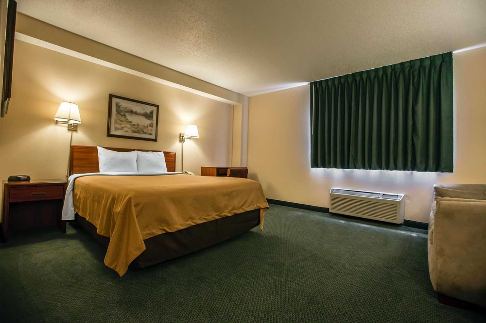 Econo Lodge: 2200 North Main St, Princeton, IL