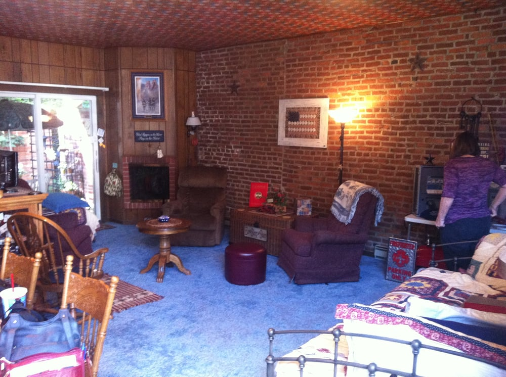 Old Jail and Firehouse Suite: 212 A St, McGregor, IA
