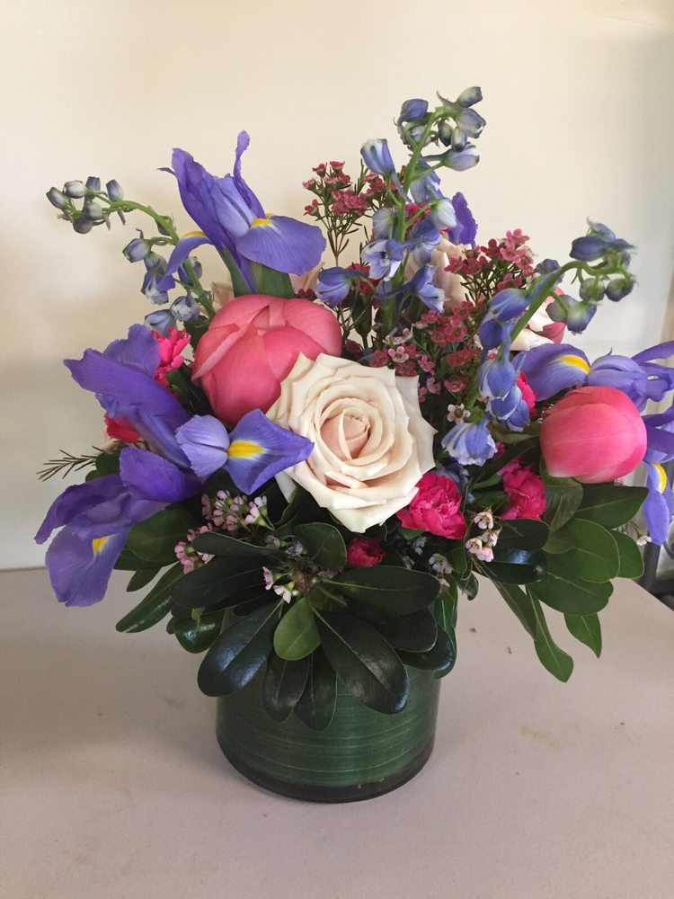 Hittle Floral Design: 2049 East 226th St, Cicero, IN