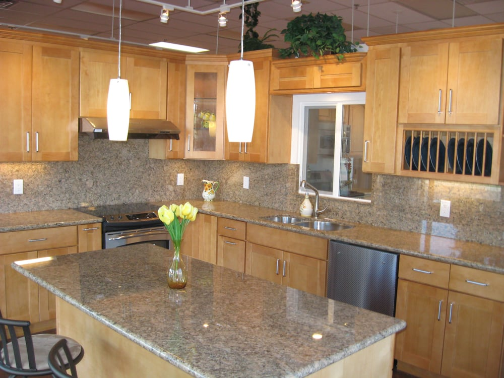 Canadian Maple Shaker Style Cabinets with Giallo Venez ... on Granite Countertops With Maple Cabinets  id=61218