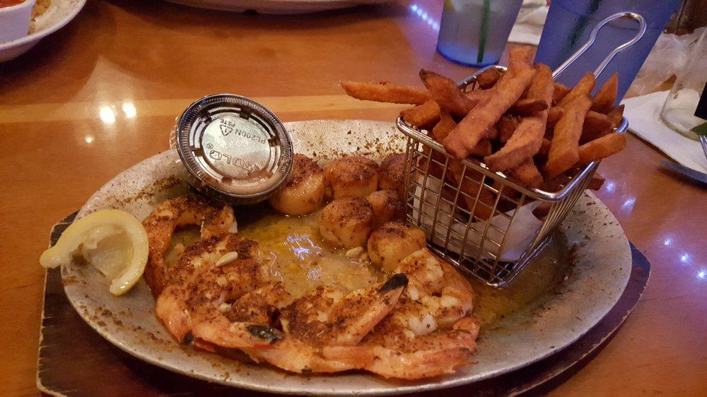 Florida's Seafood Bar & Grill: 480 W Cocoa Beach Cswy, Cocoa Beach, FL