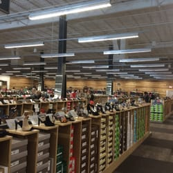 2eea9de9e470 DSW Designer Shoe Warehouse - Zapaterías - 132 Grand Hill Pl