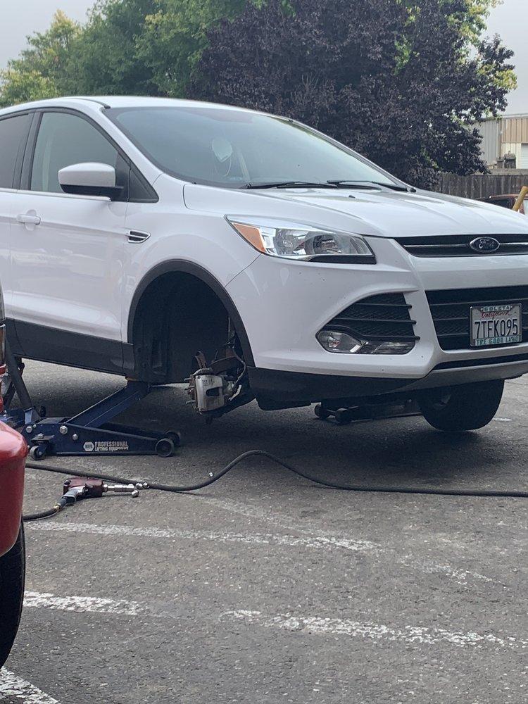 Diaz Automotive & Tires: 141 E Hwy 246, Buellton, CA