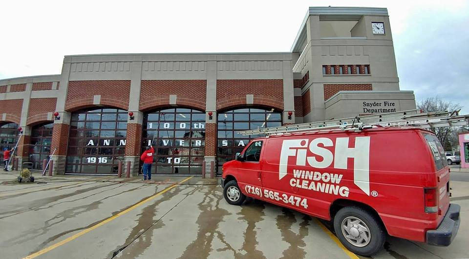 Fish window cleaning f nsterputsning 3215 w lawrence for Fish window cleaning