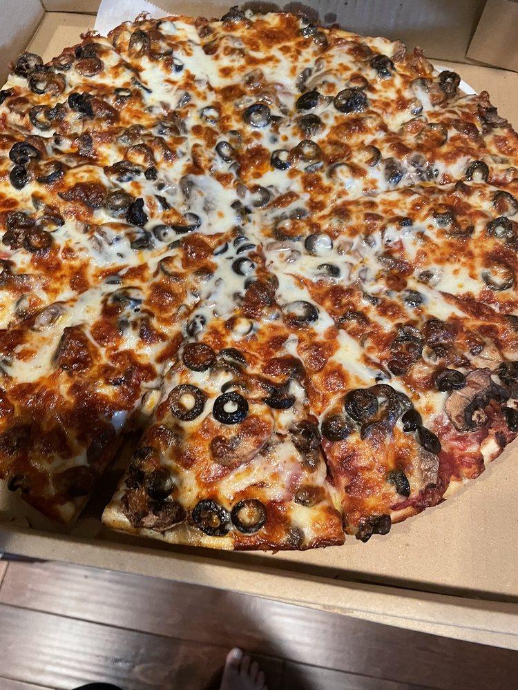 Astoria Pizza & Pasta: 4629 168th St SW, Lynnwood, WA