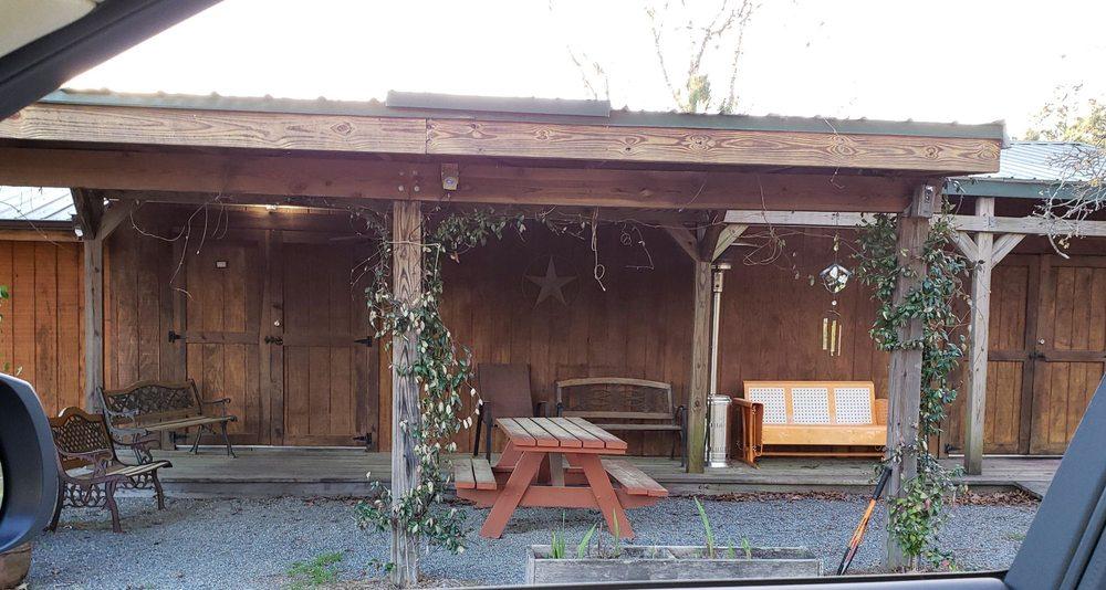 Five Points Berries Winery: 749 Johnson Cemetery Rd, Mauk, GA