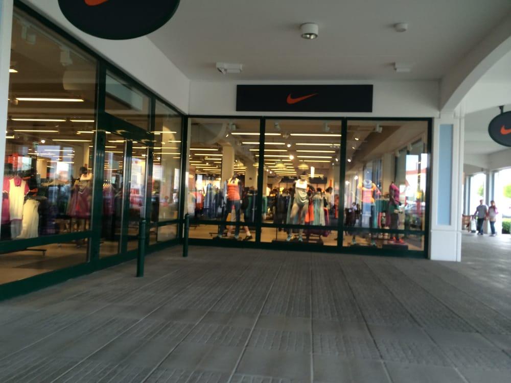 Nike factory store designer outlet str 1 top 2 for Last design outlet