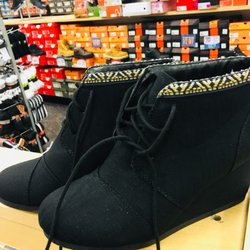 a2c980f05ab1 Shoe Carnival - Shoe Stores - 5493 S 76th St