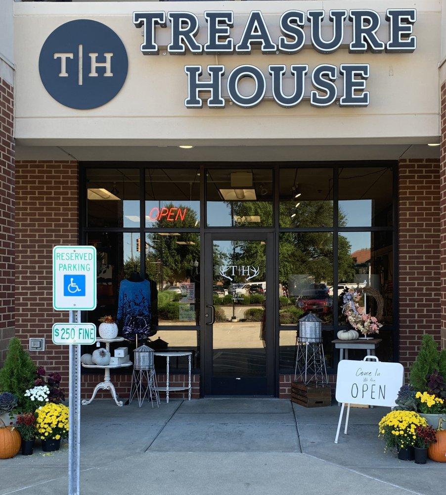 My Treasure House: 104 S Buchanan St, Edwardsville, IL