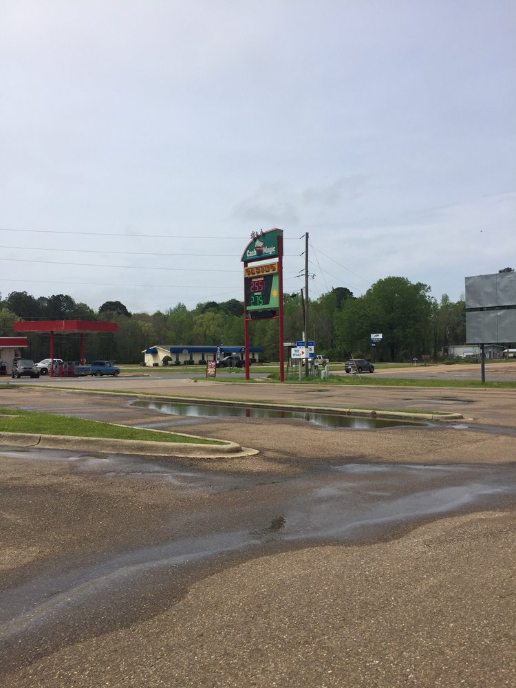 Cash Magic Truck Plaza & Casino: 1013 N Arkansas St, Springhill, LA