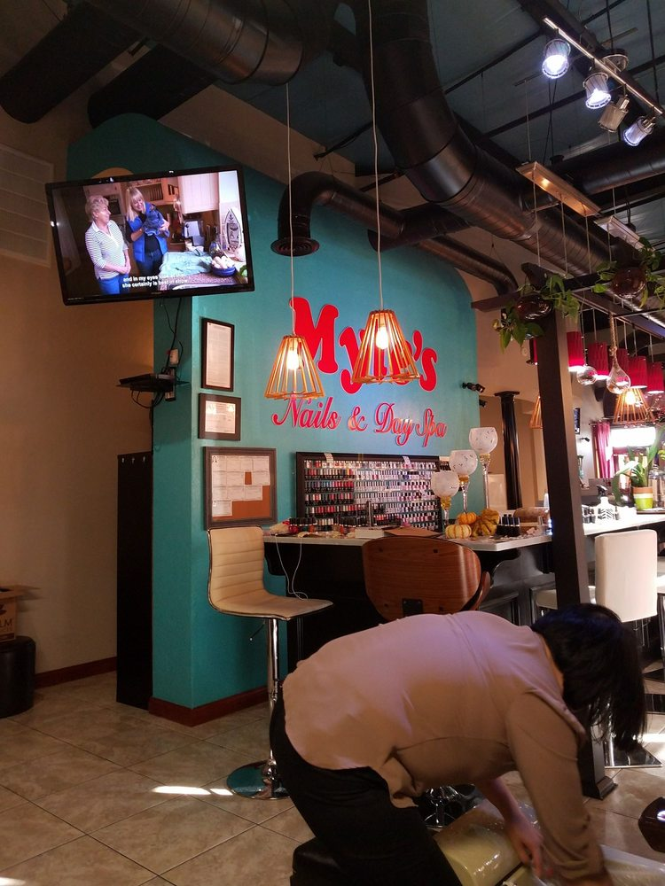 Myle's Nails & Day Spa: 811 SW 19th St, Oklahoma City, OK