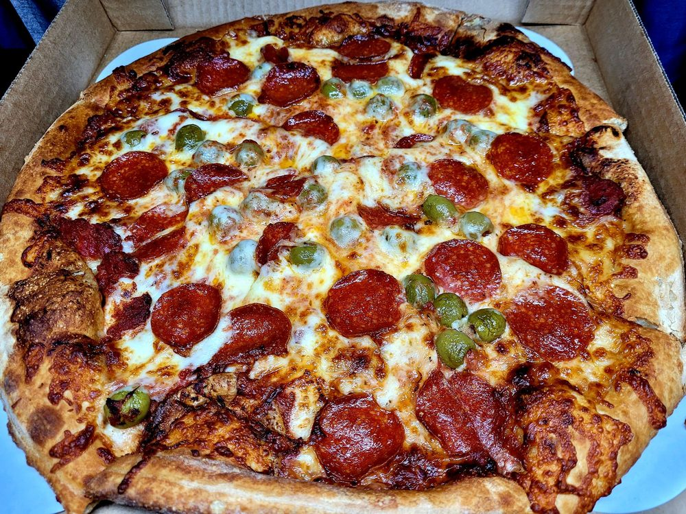 Old Chicago Pizza & Taproom: 5030 Sergeant Rd, Sioux City, IA