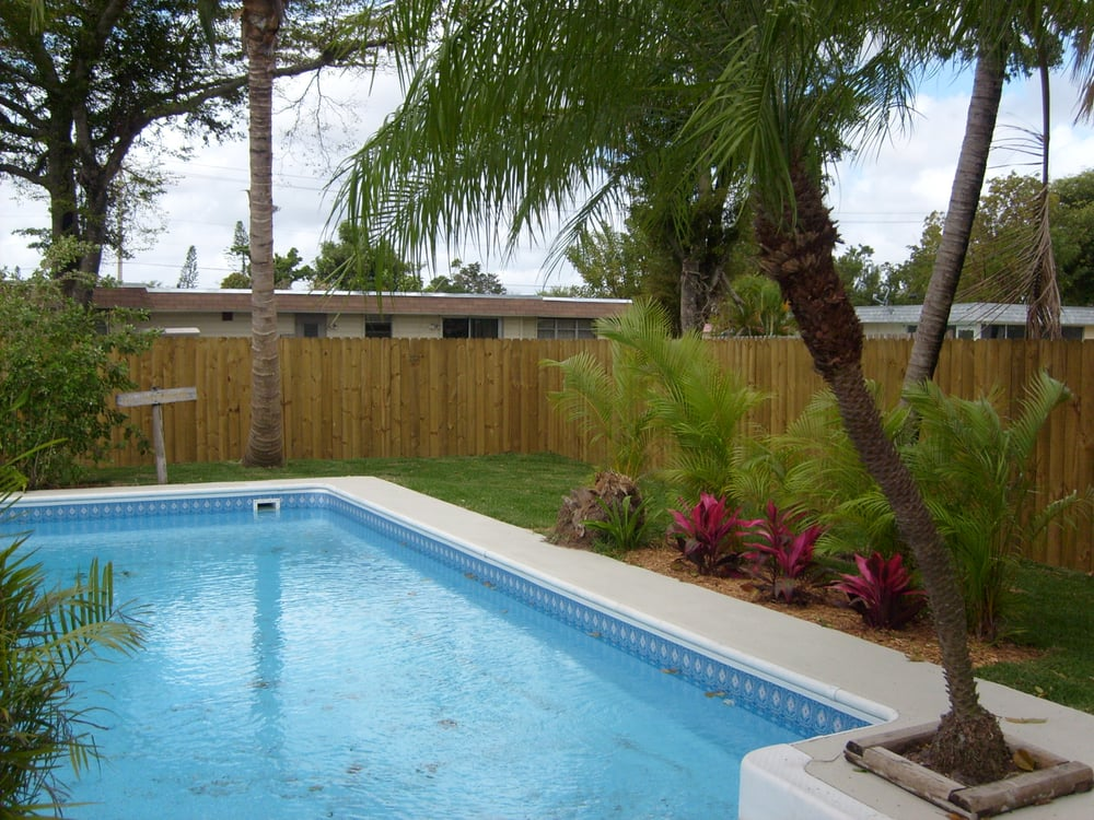 6 Ft Stockade Wood Fence Around Pool Coral Springs Fl