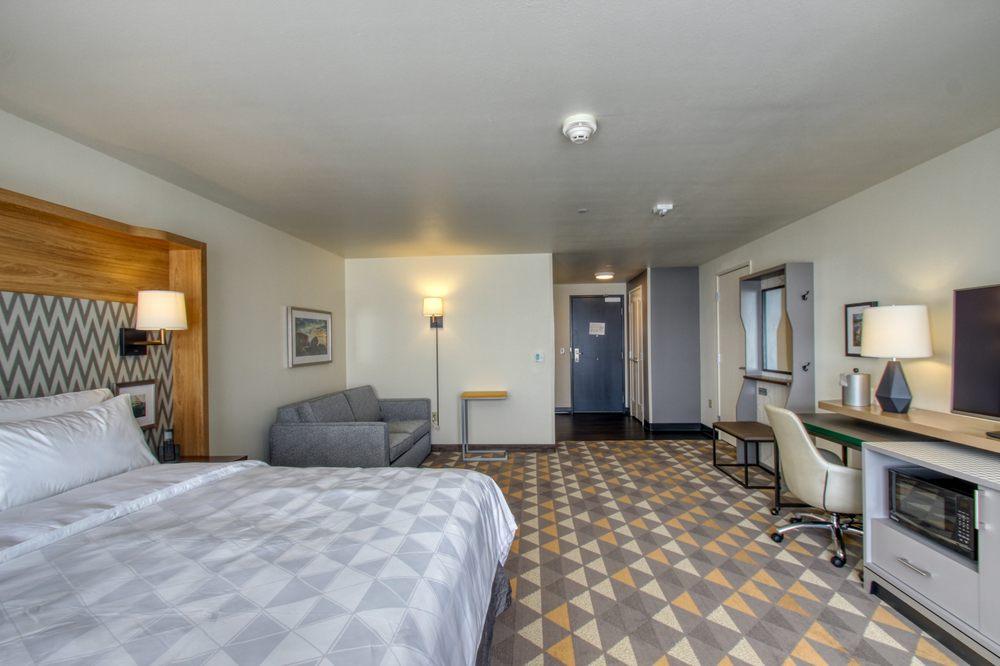 Holiday Inn Appleton Located Near Appleton International