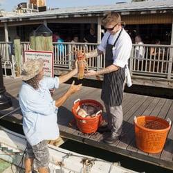 Half shell fish market seafood markets 231 margaret st for Fresh fish market miami