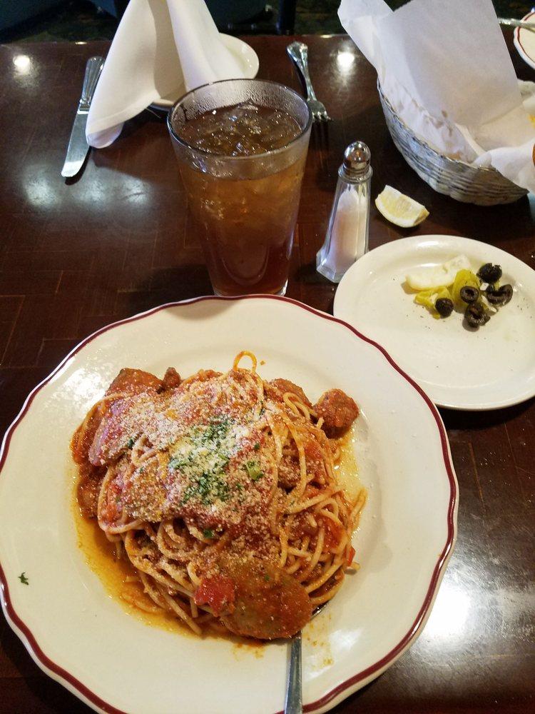 Napolis Italian Restaurant: 1901 Knockerbocker Rd, San Angelo, TX