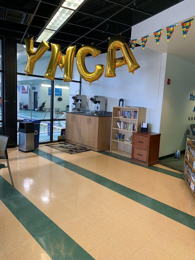 Beaumont Centre Family YMCA: 3251 Beaumont Centre Cir, Lexington, KY