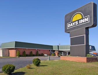 Days Inn by Wyndham Lebanon: 2071 W Elm St, Lebanon, MO