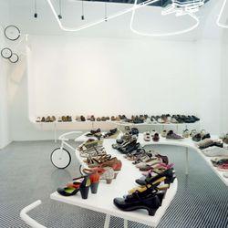 sale retailer 18850 b5f9a Camper - 13 foto - Negozi di scarpe - 438 Via del Corso ...