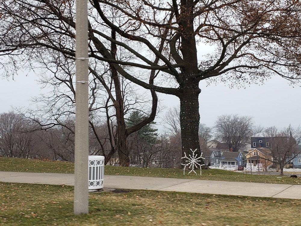 Lake Bluff Park: 520 Lake Blvd, St. Joseph, MI