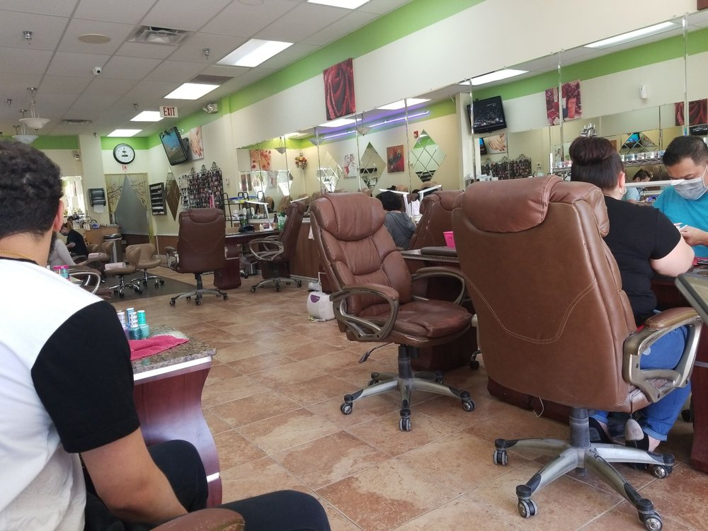 Luu Nails: 404 Town Centre Dr, Johnstown, PA